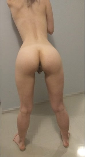 amateur photo [F]uck me when my bf is sleeping behind this wall