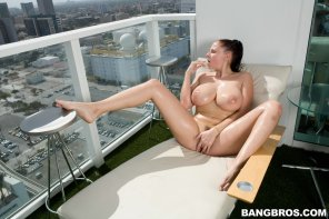 amateur photo Gianna Michaels on the balcony