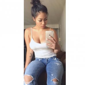 amateur photo Ripped Jeans