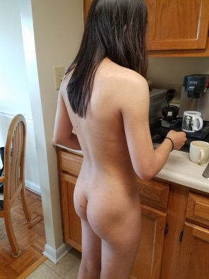 amateur photo [F19] I wonder if I'm the only person who brews their coffee naked each morning 😉