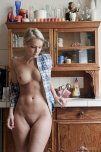 amateur photo Curvy in the kitchen