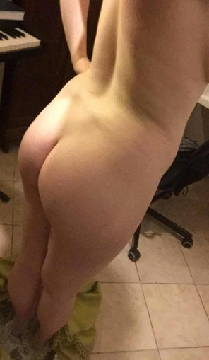 amateur photo How is my ass for a white girl [F]