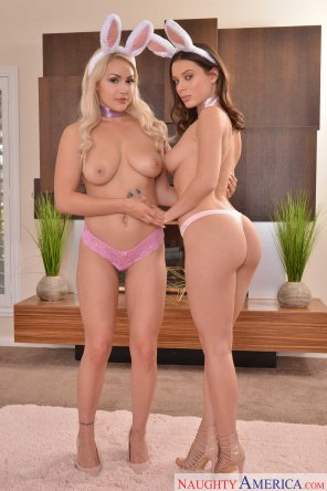 amateur photo Kylie Page and Lana Rhoades