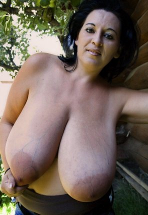 amateur photo Saggy jugs milf