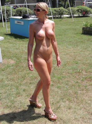 amateur photo Boot Camp Bunny showing off her great body