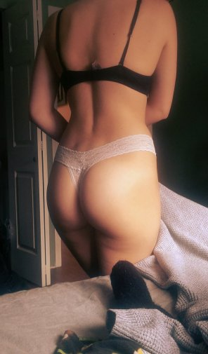 amateur photo Assastic in white lace