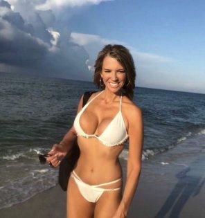 amateur photo Cindy's white bikini