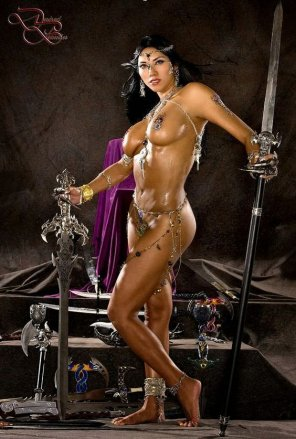 amateur photo The chainmail bikini is for WIMPS! This is how REAL women warriors dress for battle!
