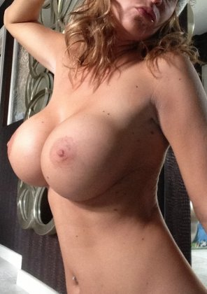 amateur photo Busty cougar