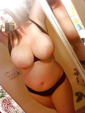 amateur photo Selfie with her tits out