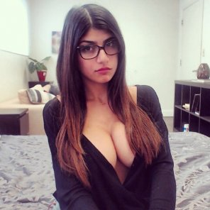 amateur photo Glasses and Cleavage