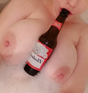 amateur photo [image] Today is a good day, I think it's time for celebratory bath beers.