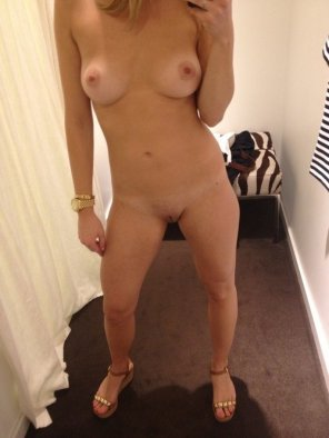 amateur photo Fitting Room