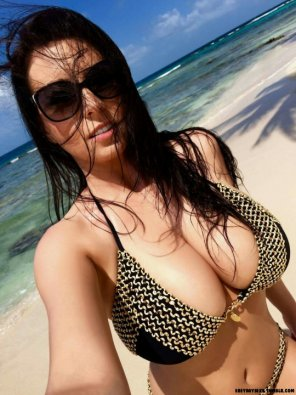 amateur photo Beach Hottie