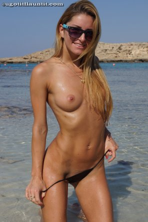 amateur photo Cute Czech Nikola at the beach