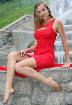 amateur photo Waiting in a red dress