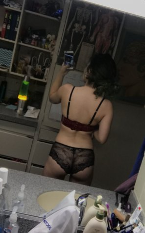 amateur photo Lacy Red Velvet Back