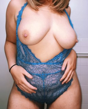 amateur photo [F]ifty pounds down and dying to fuck