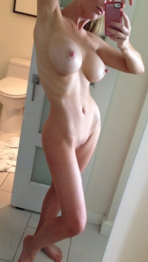 amateur photo Bathroom selfe