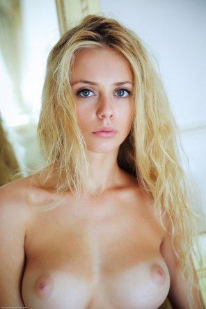 amateur photo Beautiful tan blonde
