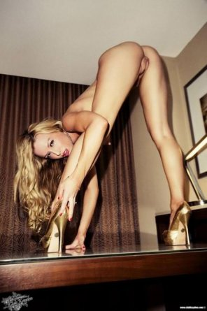 amateur photo Golden heels