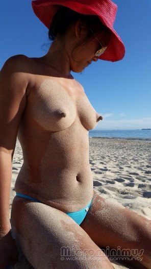 amateur photo Nipples on the beach