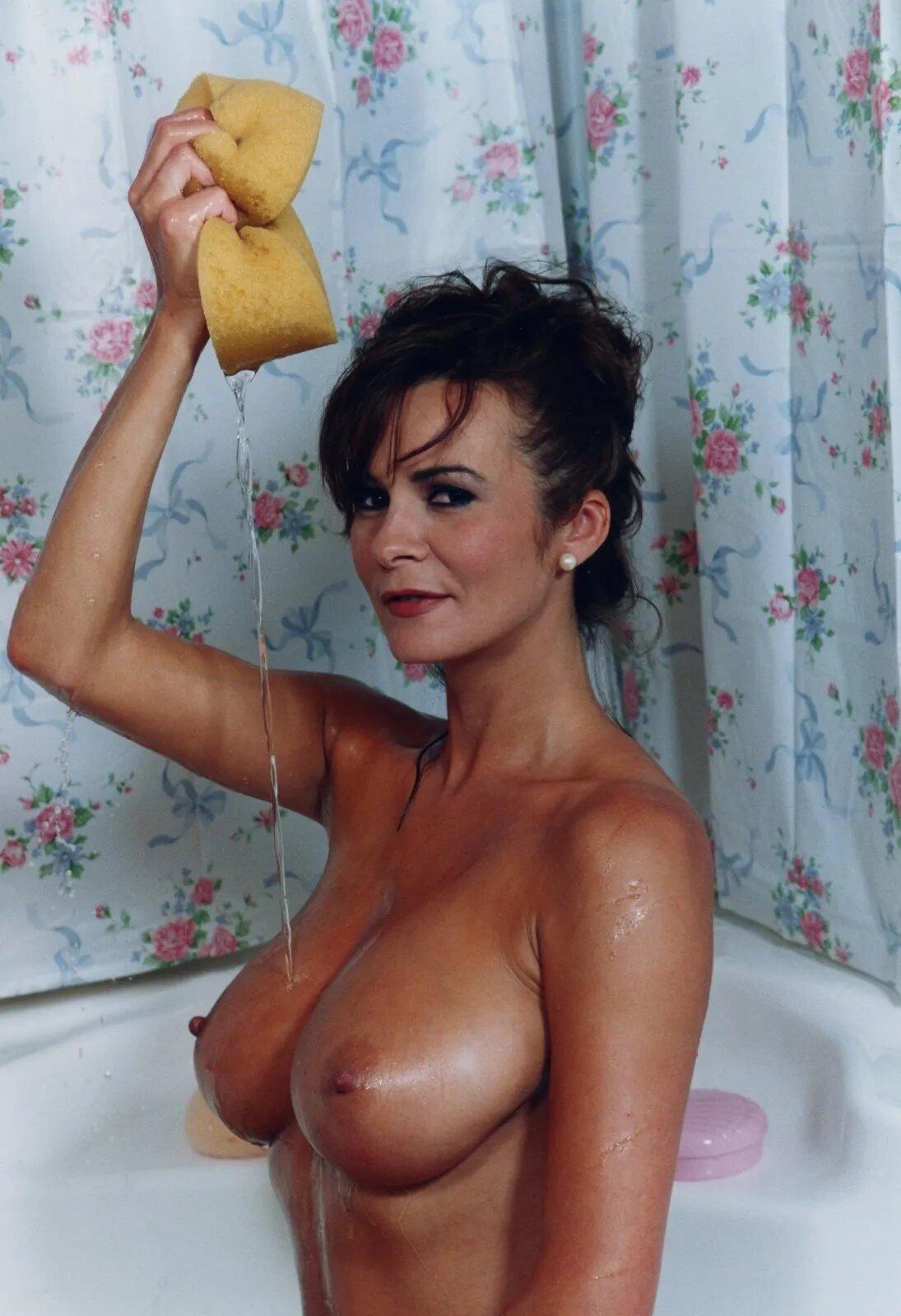 Nude donna ewin Donna Ewin