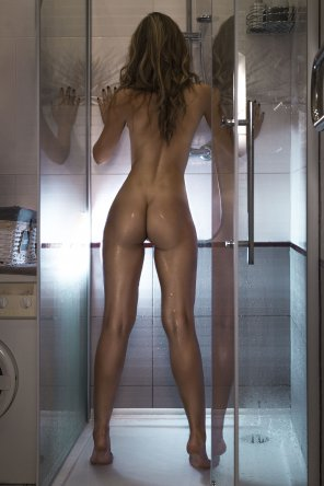 amateur photo Girl in the shower