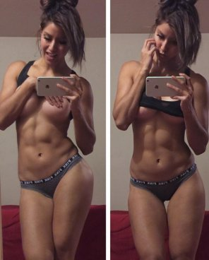 amateur photo Fitgirl Kayli Phillips selfie