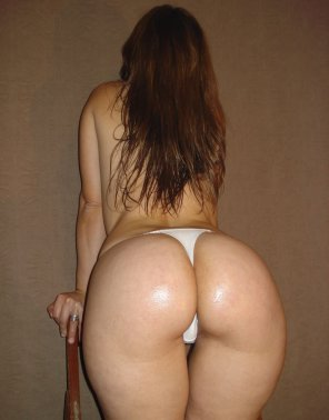 amateur photo Thick in white