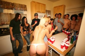 amateur photo She must sucks at beer pong