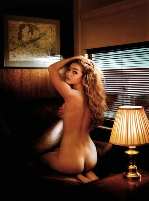 amateur photo Gigi Hadid showing off her butt in VMAN Magazine