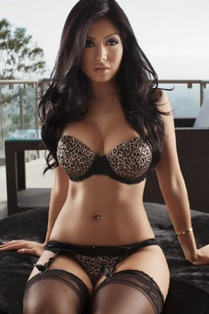 amateur photo Leopard Bra
