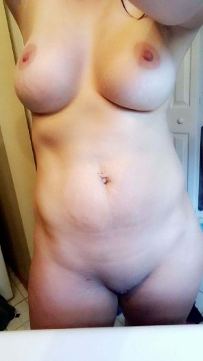 amateur photo Wife before a shower