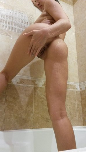 amateur photo Hot shower and wet body [f]