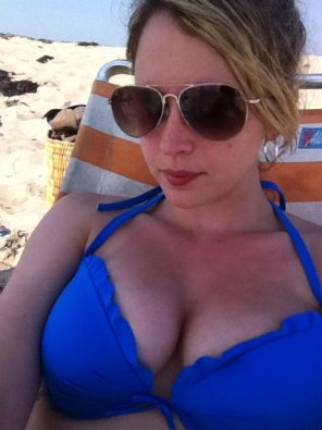 amateur photo Blue bikini boobs