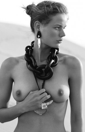 amateur photo Thick chains