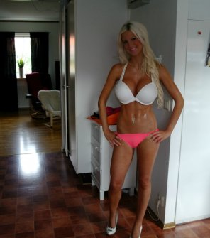 amateur photo Bimbo look