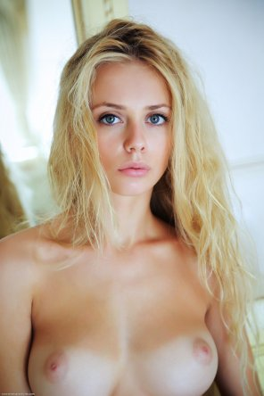 amateur photo Beautiful tan blonde