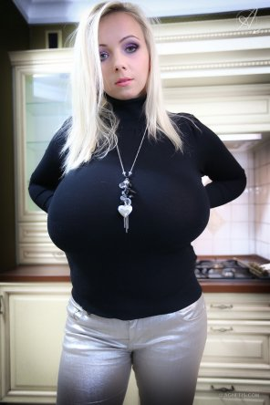 amateur photo Agnetis, tight shirt