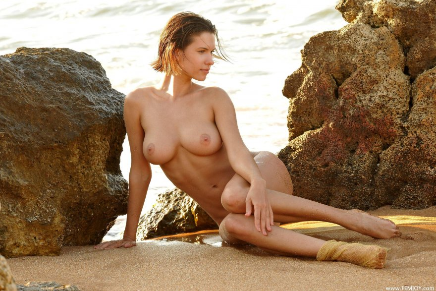 Suzi at the beach Porn Photo
