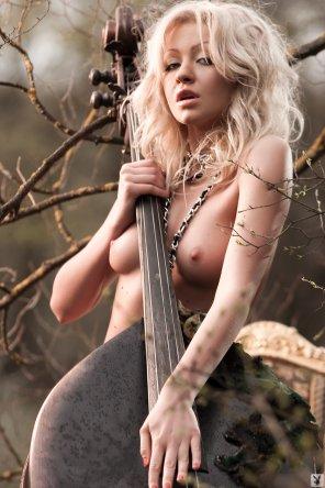 amateur photo Cellist