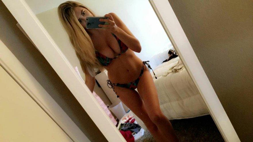 Bedroom bikini Porn Photo