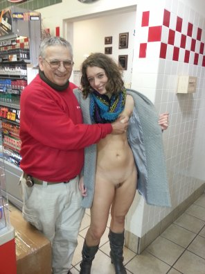 amateur photo Letting a clerk grope her
