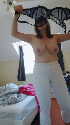 amateur photo White jeans