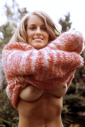 amateur photo vintage sweater puppies