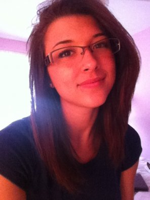 amateur photo Longhair College Girl Selfie w/ Glasses