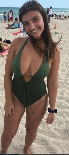 amateur photo PictureGreen swimsuit