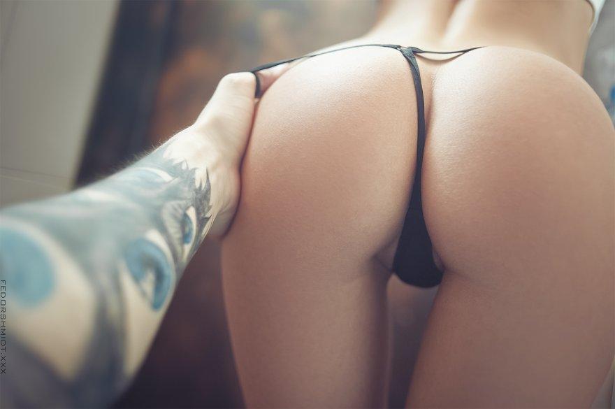 Tiny black thong + a perfect ass Porn Photo