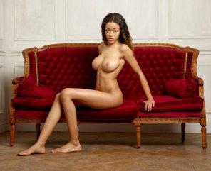 amateur photo Tyra posing naked